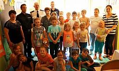 Policjanci czytali dzieciom - Serwis informacyjny z Wodzisławia Śląskiego - naszwodzislaw.com