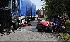 Wypadek w Skrzyszowie. Stracił panowanie nad pojazdem i zjechał na przeciwległy pas ruchu!  - Serwis informacyjny z Wodzisławia Śląskiego - naszwodzislaw.com