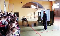 Wodzisławscy policjanci rozmawiali z młodzieżą o niebezpieczeństwach czyhających w internecie - Serwis informacyjny z Wodzisławia Śląskiego - naszwodzislaw.com