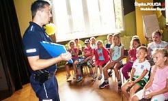 Wakacje ze Sznupkiem w Czyżowicach. Policjanci rozmawiali z najmłodszymi o bezpieczeństwie - Serwis informacyjny z Wodzisławia Śląskiego - naszwodzislaw.com