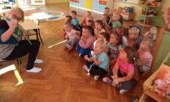 Mamy czytają bajki w przedszkolu - Serwis informacyjny z Wodzisławia Śląskiego - naszwodzislaw.com