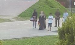 Fala hejtu i mowy nienawiści. Zdjęcie muzułmańskiej rodziny wywołało burzę w sieci  - Serwis informacyjny z Wodzisławia Śląskiego - naszwodzislaw.com