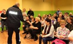 Policjanci rozmawiali z seniorami o ich bezpieczeństwie - Serwis informacyjny z Wodzisławia Śląskiego - naszwodzislaw.com