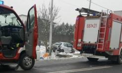 Z całą siłą uderzył w słup i betonowy mostek. Wypadek przy św. Wawrzyńca - Serwis informacyjny z Wodzisławia Śląskiego - naszwodzislaw.com
