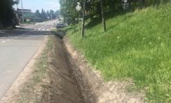 Na ulicy 1 Maja w Mszanie trwają prace związane z udrożnianiem rowów - Serwis informacyjny z Wodzisławia Śląskiego - naszwodzislaw.com