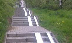 Schody na Trzech Wzgórzach z podjazdami dla wózków dziecięcych czy rowerów - Serwis informacyjny z Wodzisławia Śląskiego - naszwodzislaw.com