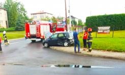 Zderzenie mazdy i hondy na skrzyżowaniu w Połomi. 32-letnia kobieta trafiła do szpitala - Serwis informacyjny z Wodzisławia Śląskiego - naszwodzislaw.com