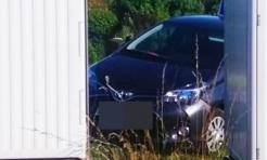 Groźne zdarzenie w Rydułtowach. Na pojazd nauki jazdy spadły drewniane belki - Serwis informacyjny z Wodzisławia Śląskiego - naszwodzislaw.com