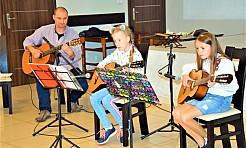 Uczący się gry na gitarze dali koncert w mszańskim GOKiR - Serwis informacyjny z Wodzisławia Śląskiego - naszwodzislaw.com