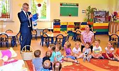 Promocyjne plecaki i słodycze od władz Gminy na Dzień Dziecka - Serwis informacyjny z Wodzisławia Śląskiego - naszwodzislaw.com