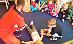 Robert Kubica uczył przedszkolaków udzielania pierwszej pomocy - Serwis informacyjny z Wodzisławia Śląskiego - naszwodzislaw.com