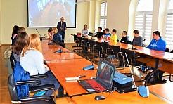 Uczniowie z Połomi i Gogołowej z wizytą w Urzędzie Gminy - Serwis informacyjny z Wodzisławia Śląskiego - naszwodzislaw.com