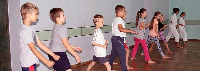 Zajęcia z karate – czyli ostatnie warsztaty w ramach wakacyjnej akcji w WCK! - Serwis informacyjny z Wodzisławia Śląskiego - naszwodzislaw.com