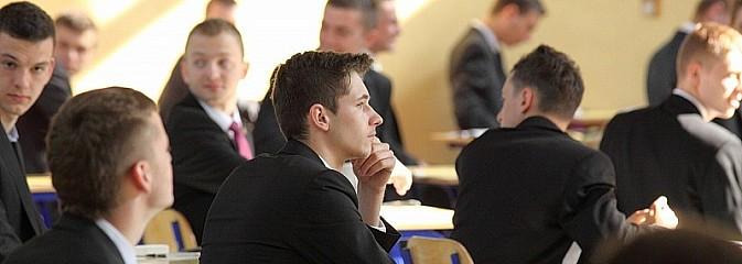 Maturzyści z naszego powiatu znów pokazali klasę! Mamy jeden z najwyższych wyników maturalnych w województwie - Serwis informacyjny z Wodzisławia Śląskiego - naszwodzislaw.com