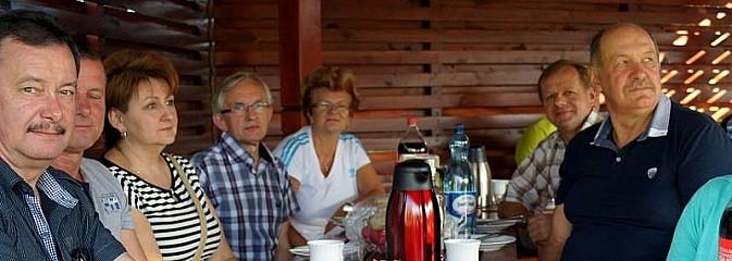 Gogołowscy emeryci i członkowie zespołu Adagio na wspólnym grillu - Serwis informacyjny z Wodzisławia Śląskiego - naszwodzislaw.com