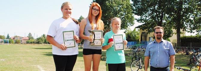 Ponad 100 cyklistów wzięło udział w wyścigu kolarskim młodzieży szkolnej w Godowie  - Serwis informacyjny z Wodzisławia Śląskiego - naszwodzislaw.com