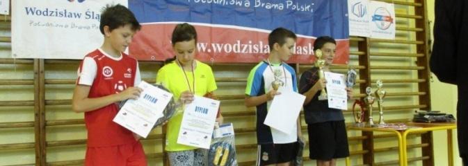 Rozegrano otwarty turniej tenisa stołowego dla uczniów szkół podstawowych i gimnazjalnych  - Serwis informacyjny z Wodzisławia Śląskiego - naszwodzislaw.com
