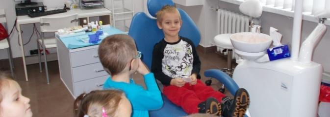 Przedszkolaki zawitały do gabinetu stomatologicznego - Serwis informacyjny z Wodzisławia Śląskiego - naszwodzislaw.com