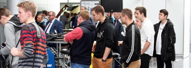 Uczniowie z ZSP w Pszowie wybrali się na poznański Motor Show  - Serwis informacyjny z Wodzisławia Śląskiego - naszwodzislaw.com
