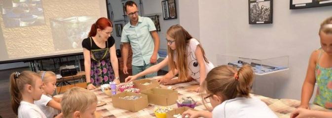 Czy mozaika jest trudna? O tym przekonali się uczestnicy warsztatów w wodzisławskim Muzeum - Serwis informacyjny z Wodzisławia Śląskiego - naszwodzislaw.com