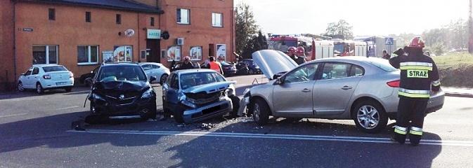 Zderzenie trzech aut w Połomi. Cztery osoby poszkodowane  - Serwis informacyjny z Wodzisławia Śląskiego - naszwodzislaw.com