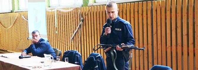 Policjanci szkolili nauczycieli na temat zagrożeń terrorystycznych  - Serwis informacyjny z Wodzisławia Śląskiego - naszwodzislaw.com