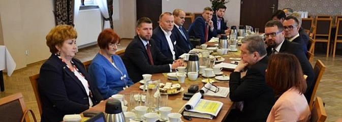 Konwent w gminie Godów. Rozmawiano na temat programu medycznego - Serwis informacyjny z Wodzisławia Śląskiego - naszwodzislaw.com