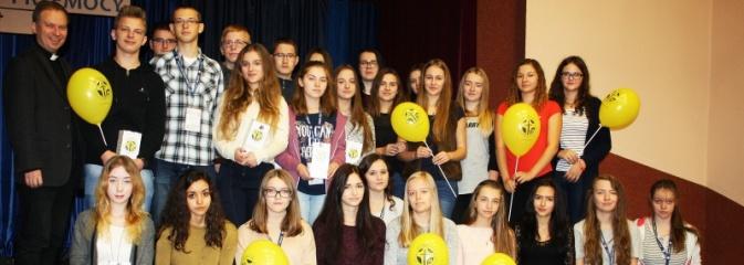 Uczniowie I LO kwestowali na rzecz zdolnej młodzieży. Zebrano ponad 8 tys. zł  - Serwis informacyjny z Wodzisławia Śląskiego - naszwodzislaw.com