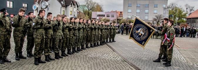Mundur im nie straszny. Ślubowanie na rydułtowskim Rynku - Serwis informacyjny z Wodzisławia Śląskiego - naszwodzislaw.com