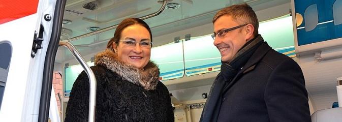 Nowy ambulans dla szpitala w Rydułtowach  - Serwis informacyjny z Wodzisławia Śląskiego - naszwodzislaw.com