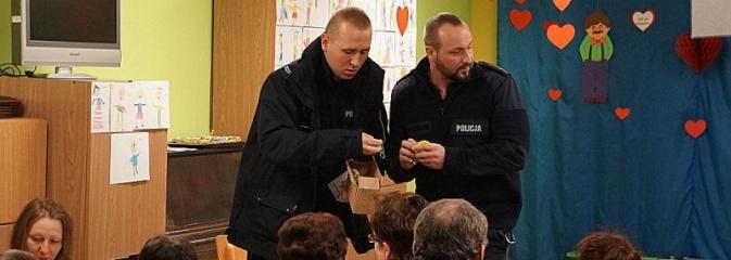 Z seniorami o ich bezpieczeństwie. Policjanci kontynuują spotkania  - Serwis informacyjny z Wodzisławia Śląskiego - naszwodzislaw.com
