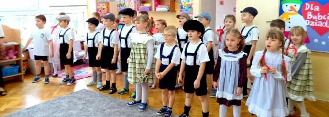 Pszów: spóźniony dzień babci i dziadka w przedszkolu nr 2  - Serwis informacyjny z Wodzisławia Śląskiego - naszwodzislaw.com