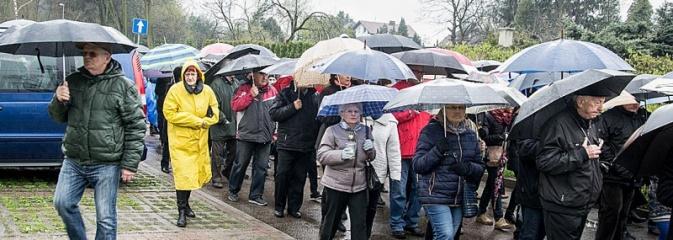 Być dobrym jak chleb. Ulicami Wodzisławia przeszła Droga Krzyżowa - Serwis informacyjny z Wodzisławia Śląskiego - naszwodzislaw.com