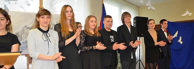 Maturzyści pożegnali szkoły - Serwis informacyjny z Wodzisławia Śląskiego - naszwodzislaw.com