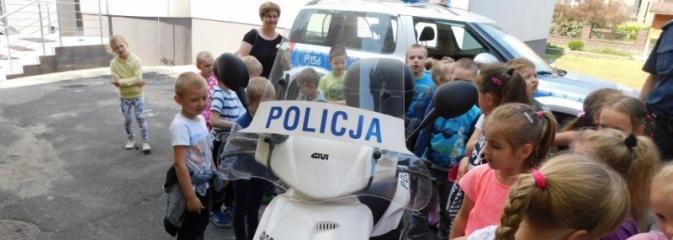 Gorzyce: dzielnicowi pokazali przedszkolakom komisariat i opowiedzieli o swojej pracy  - Serwis informacyjny z Wodzisławia Śląskiego - naszwodzislaw.com