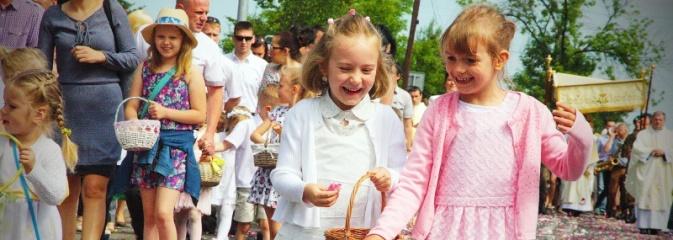Wodzisław: setki wiernych na procesji Bożego Ciała. FOTORELACJA - Serwis informacyjny z Wodzisławia Śląskiego - naszwodzislaw.com