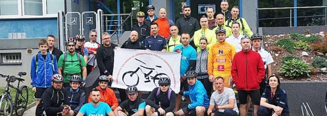 Wodzisławscy policjanci na mecie charytatywnej wyprawy rowerowej. Zebrano około 40 tys. zł - Serwis informacyjny z Wodzisławia Śląskiego - naszwodzislaw.com