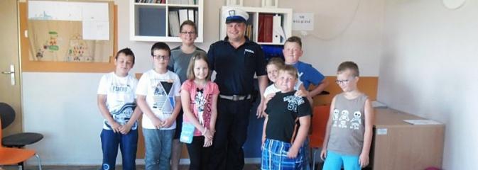 Bezpieczne półkolonie z wodzisławskimi policjantami. Mundurowi zawitali do Olzy  - Serwis informacyjny z Wodzisławia Śląskiego - naszwodzislaw.com