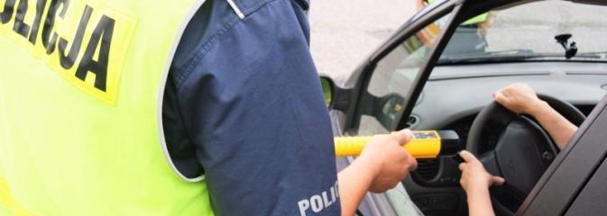 Raciborscy policjanci zatrzymali trzech nietrzeźwych kierowców. Rekordzistą okazał się mieszkaniec naszego powiatu. Jadąc niszczył znaki! - Serwis informacyjny z Wodzisławia Śląskiego - naszwodzislaw.com