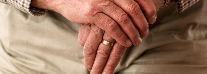 Bezpiecznie we własnym domu. MOPS włączył się w realizację programu. Seniorzy mogą korzystać z teleopieki – trwa rekrutacja  - Serwis informacyjny z Wodzisławia Śląskiego - naszwodzislaw.com