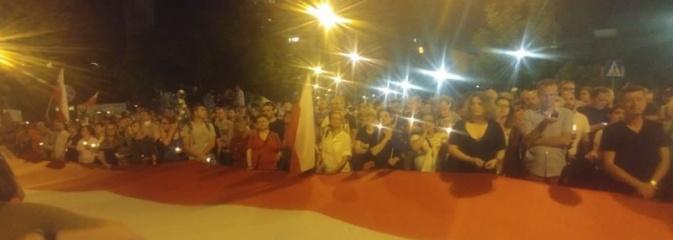 Łańcuch światła. Prezydent Wodzisławia protestował w Warszawie  - Serwis informacyjny z Wodzisławia Śląskiego - naszwodzislaw.com