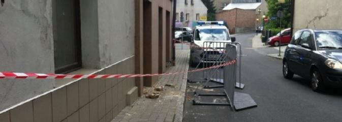 Przy Słowackiego gruz spadał na ulicę - Serwis informacyjny z Wodzisławia Śląskiego - naszwodzislaw.com