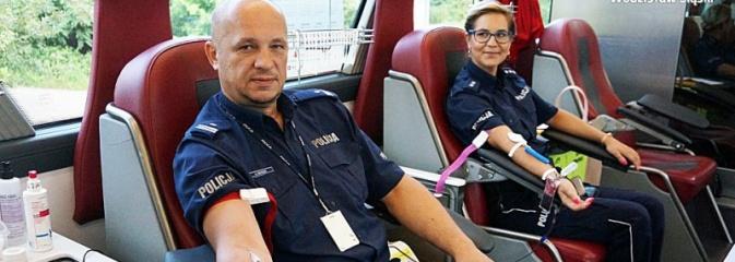 Policjanci oddawali krew. Zebrano ponad 8 litrów - Serwis informacyjny z Wodzisławia Śląskiego - naszwodzislaw.com