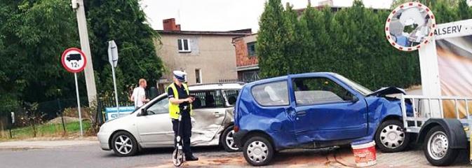 Zignorował znak STOP, doprowadził do groźnego wypadku. Dwie osoby w szpitalu  - Serwis informacyjny z Wodzisławia Śląskiego - naszwodzislaw.com