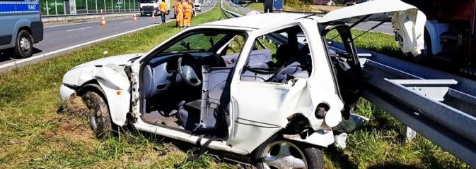 Wypadek na A1 w Mszanie. Kierowca został uwięziony w rozbitym samochodzie  - Serwis informacyjny z Wodzisławia Śląskiego - naszwodzislaw.com