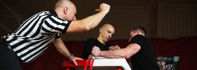 Marklowice: Turniej w siłowaniu na rękę. Zdjęcia  - Serwis informacyjny z Wodzisławia Śląskiego - naszwodzislaw.com