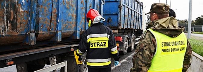 Gorzyczki: Niebezpieczne odpady ujawnione na autostradzie A1 - Serwis informacyjny z Wodzisławia Śląskiego - naszwodzislaw.com