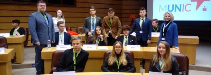 Uczniowie ZST i II LO wzięli udział w obradach młodzieżowej Rady ONZ - Serwis informacyjny z Wodzisławia Śląskiego - naszwodzislaw.com