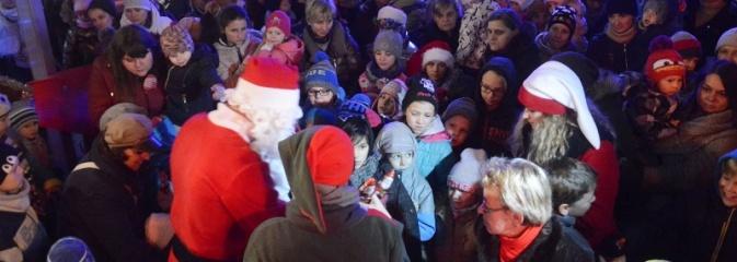 Bożonarodzeniowy jarmark oficjalnie otwarty. Na początek spotkanie z Mikołajem! - Serwis informacyjny z Wodzisławia Śląskiego - naszwodzislaw.com