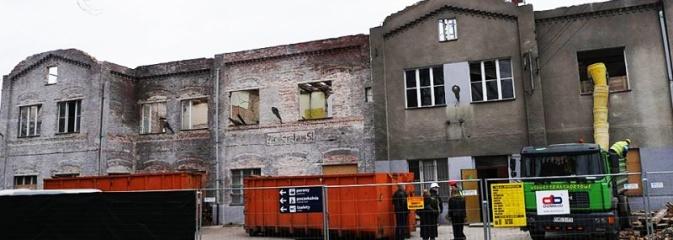 Prace budowlane przy rewitalizacji dworca kolejowego odsłoniły stary napis: Wodzisław Śl.  - Serwis informacyjny z Wodzisławia Śląskiego - naszwodzislaw.com